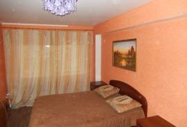 [Сдаю трех комнатную квартиру с посуточной арендой в Астрахани ул. Николая Островского 144, цена за сутки 2500 руб.]